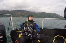 Her ser vi Selnes før han skal under vann i 3,5 timer under et arbeidsdykk. Foto: Stine Benjaminsen