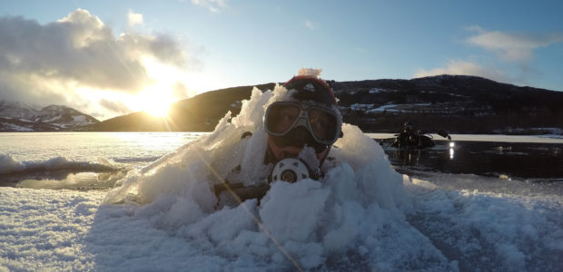 ICE DIVING !